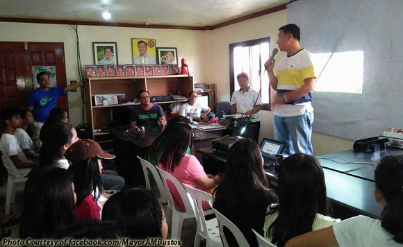 Mayor Mendoza Leads Seminar On Teenage Pregnancy -3471